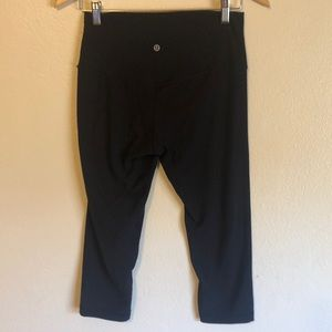 Lululemon black Capri leggings